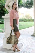 nude chiffon H&M blouse - tan Forever 21 skirt - beige Steve Madden heels