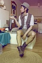 urban behavior hat - Narrow shirt - greg norman shorts
