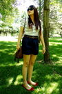 Red-shoes-blue-forever-21-shorts-forever-21-top-brown-h-m-purse-guess-fo