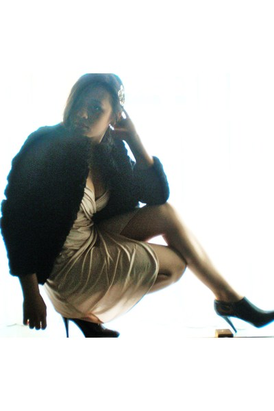 black Zara shoes - beige Zara dress - black H&M coat - silver Tiffany necklace -