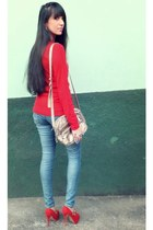 red Disfrutti sweater - blue Sawary jeans - red Di Cristalli heels