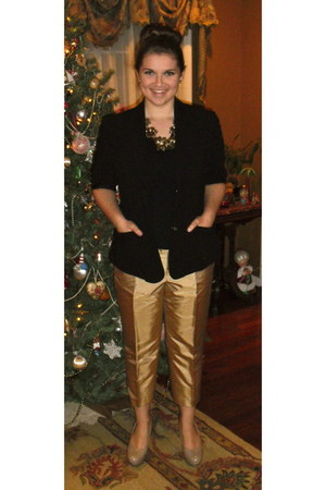 black blazer - black shirt - gold pants - tan pumps