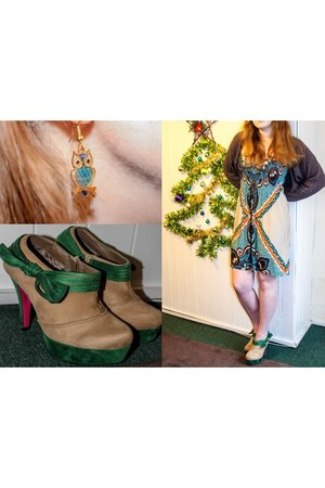 teal Celtic Lands necklace - dark khaki Kapris Collection boots