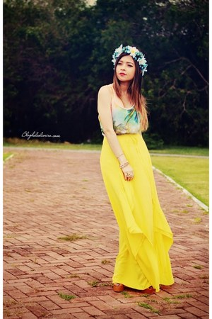 sky blue hair accessory - turquoise blue blouse - yellow skirt