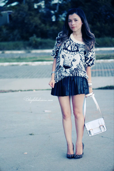ivory sweater - black skirt - black pumps