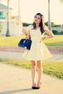Light-yellow-dress-black-bag-black-pumps
