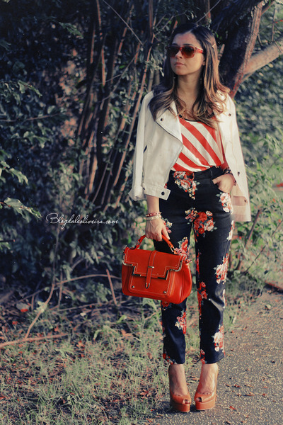 Coral-shirt-red-sunglasses-black-pants