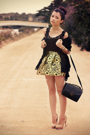 gold skirt - black t-shirt - neutral pumps