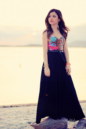 bubble gum top - black skirt