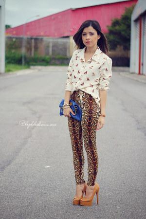 brown leggings - beige blouse