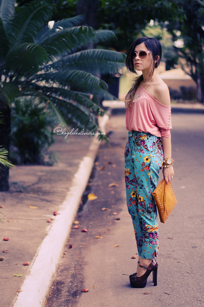 Crimson-shoes-pink-shirt-mustard-bag-sky-blue-pants