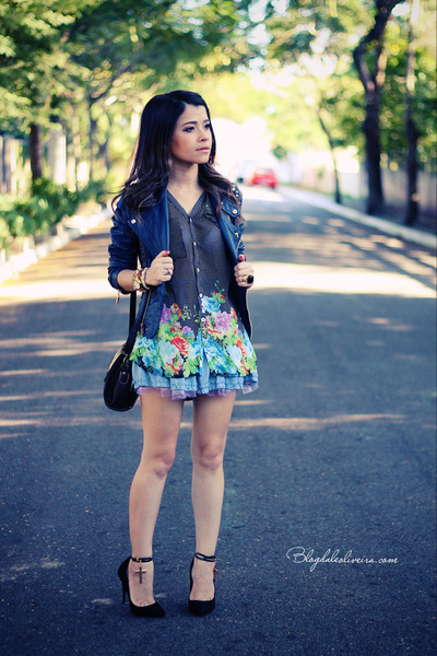 blue jacket - sky blue blouse - black pumps