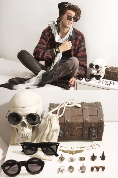 black skull beanie GypsySale hat - charcoal gray tie dye scarf GypsySale scarf