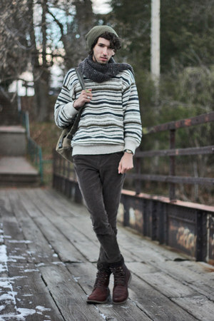 green GypsySale sweatshirt - dark brown hazelnut combat Emu Australia boots