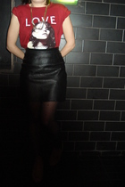 red Marc by Marc Jacobsar t-shirt - black vintage skirt - black Tabio tights - g