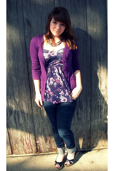 blue skinny Bullhead jeans - purple energie cardigan - purple floral kirra top -