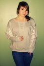 Heather-gray-sweatshirt-blue-bullhead-jeans-gray-self-esteem-boots-white-i