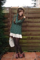 dark green polka dots Zara top - camel straw H&M hat