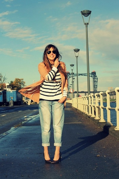 blue boyfriend River Island jeans - white striped Topshop sweater