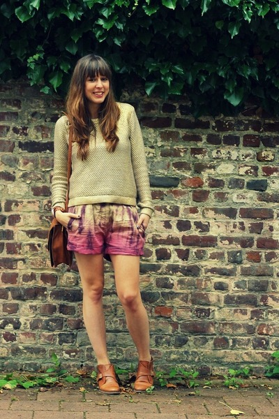 maroon tie dye maison scotch shorts brown leather sacha boots tie dye by brunetteblogging. Black Bedroom Furniture Sets. Home Design Ideas
