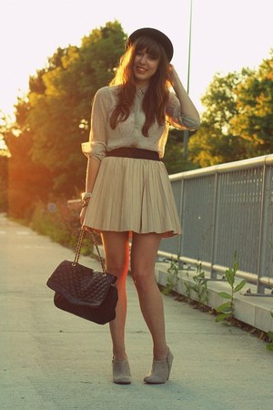 camel leather Zara skirt - black round Topshop hat