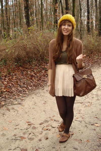 ivory pleated RARE skirt - brown flats new look shoes - mustard wool H&M hat