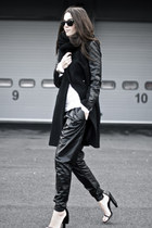 black leather sleeves coat - black leather harem romwe pants - black cape heels