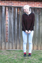 black sweater - light blue jeans - red socks - black Vans sneakers