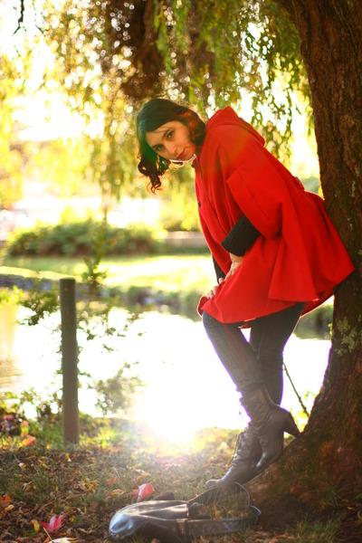 red oversized cape - black leather Tatiene boots - black cotton Fes leggings