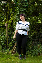 black veritas leggings - white T2 vintage shirt - black H&M belt