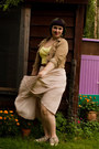Light-pink-t2-vintage-skirt-camel-secondhand-jacket