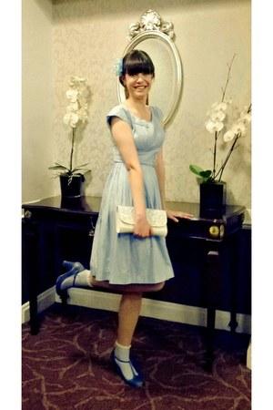 light blue pleated vintage dress - cream lace Peacocks bag
