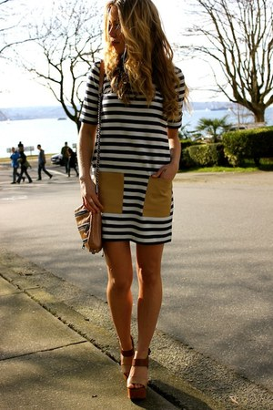 stripes Club Monaco dress - 5 zip clutch Rebecca Minkoff bag