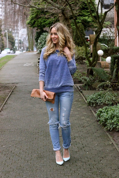 periwinkle distressed American Eagle jeans