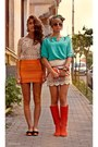 Burnt-orange-raus-boots-turquoise-blue-raus-shirt-orange-raus-purse