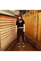 black helga in black Deandri shoes - black Urban Outfitters top