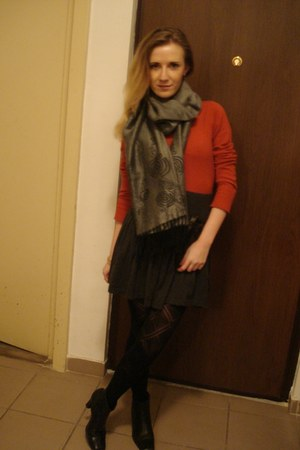 random tights - My moms boots - H&M sweater - Pashmina scarf - Pimkie skirt