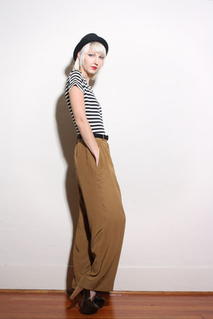 brown Chanel pants - black vintage hat