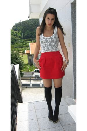red BLANCO skirt - black shoes - black wedges pull&amp;bear socks