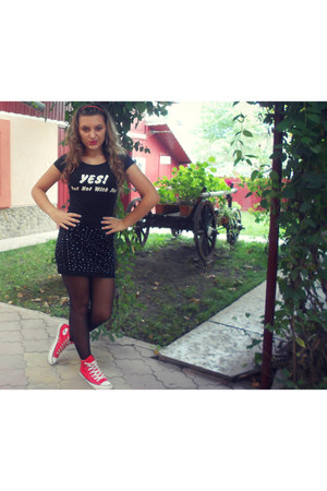 red All star sneakers - black tights - black CrazyWorld skirt