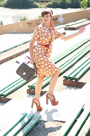 Jessica Simpson sandals - tan vintage Louis Feraud dress