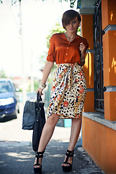 white printed vintage skirt - black Giuseppe Zanotti shoes