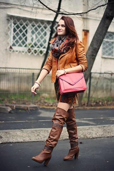dark brown over the knee Stradivarius boots - brick red Zara bag