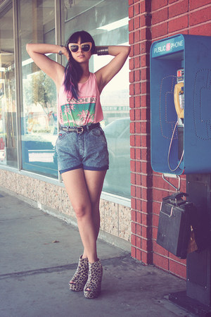 leopard shoesone wedges - vintage shorts - chelsea house of harlow sunglasses
