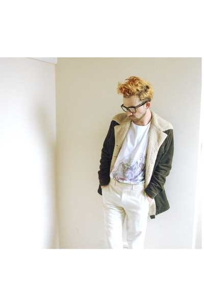 tan vintage jacket - white graphic Arteecollage t-shirt