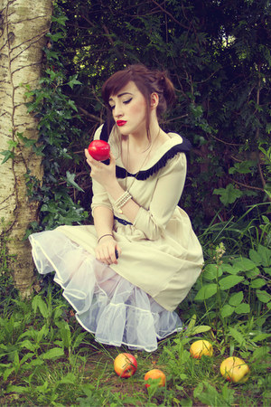 beige Reecn dress - red apple necklace Rings and Tings necklace