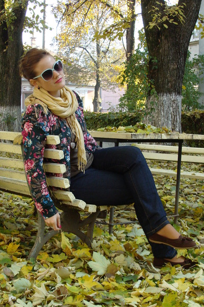 floral print sweater - light yellow scarf - aquamarine Primark sunglasses