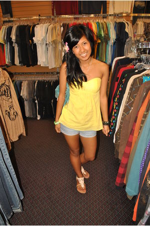 yellow Forever 21 top - blue Forever 21 shorts - beige Sheikhs shoes - blue  bag