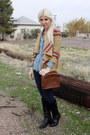 Black-frye-boots-dark-brown-vintage-coach-purse-sky-blue-levis-blouse