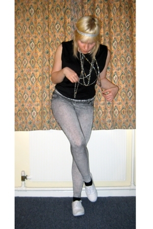 Topshop leggings - Newlook t-shirt - Office shoes - H&amp;M necklace - Accessorize a